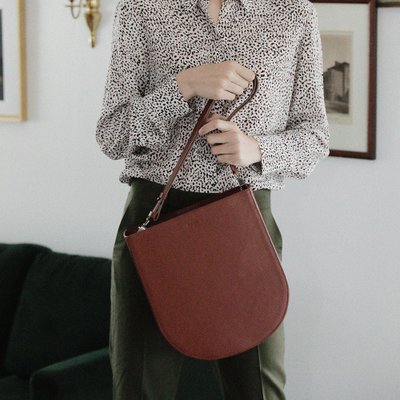 FENNEC HALFMOON HOBO BAG - BROWN