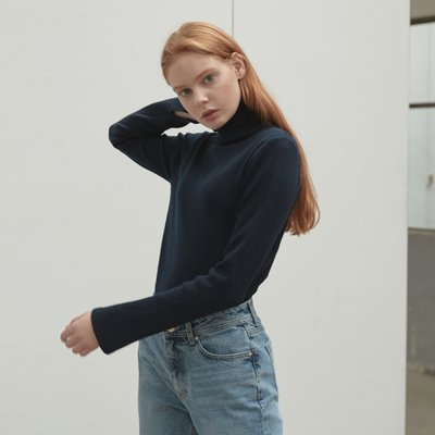 N basic turtleneck [NA]