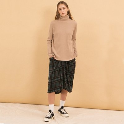 Brush Pocket Turtleneck - Beige