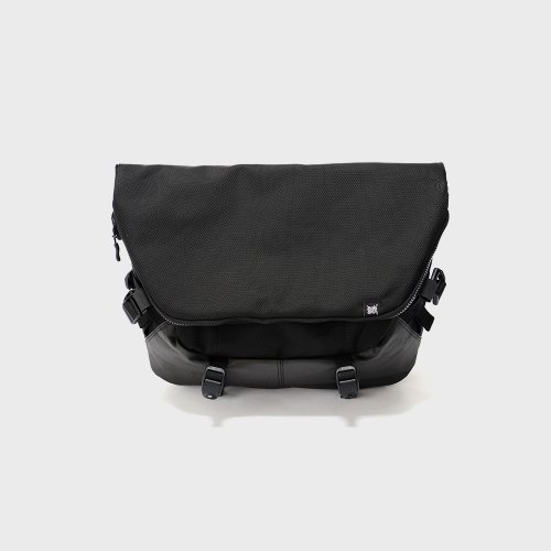 STRIVE MESSENGER BAG