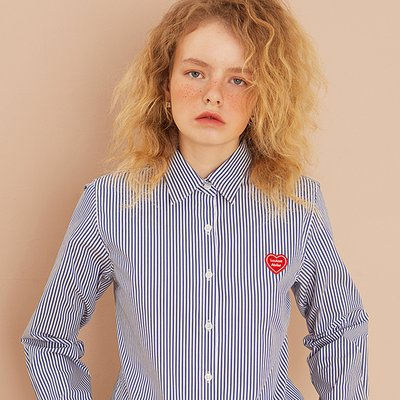 [룩캐스트] BLUE STRIPE HEART WAPPEN SHIRTS (1951703)
