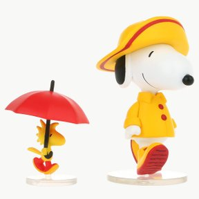 UDF PEANUTS SERIES7 RAINCOAT SNOPY & WOODSTOCK