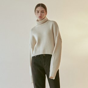 OVER TURTLE CROP SWEATER_CREAM (4314300)