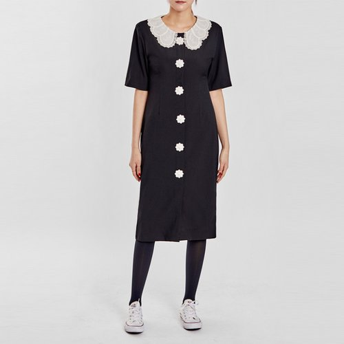 / lacy collar buttony dress